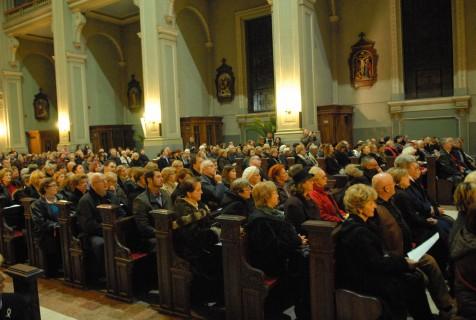 Brojna publika s pažnjiom prati koncert